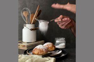 Fotografování jídla - sypání cukru